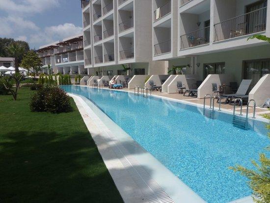 Barut Hemera: swim up room pool
