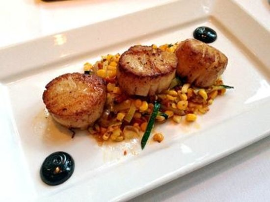 Catalan Mediterranean Restaurant: Scallops with corn and squid ink aioli - main dish