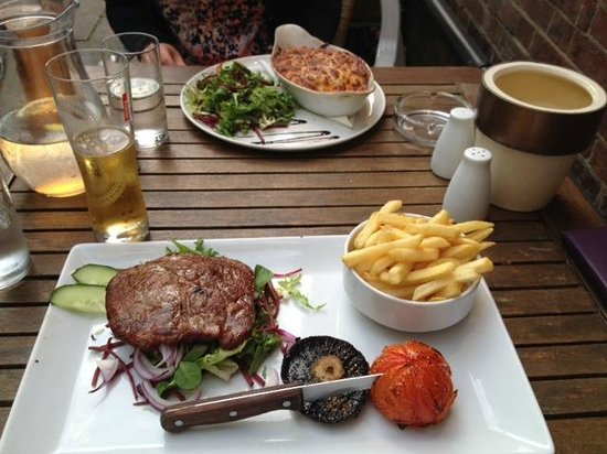 Ginali's: steak and chips
