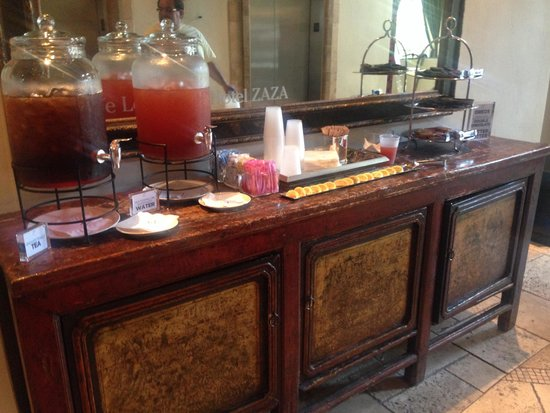 Hotel ZaZa Dallas: Afternoon treats are the best!