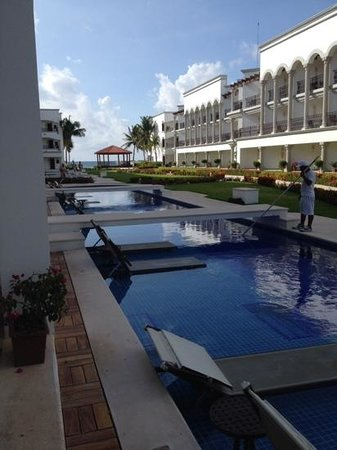 The Royal Playa del Carmen : swim up room 626