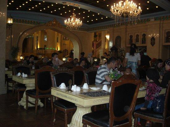 Xinjiang Tumaris Grand Hotel: comedor
