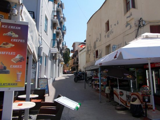 Loukia Hotel: the entrance to the hotel