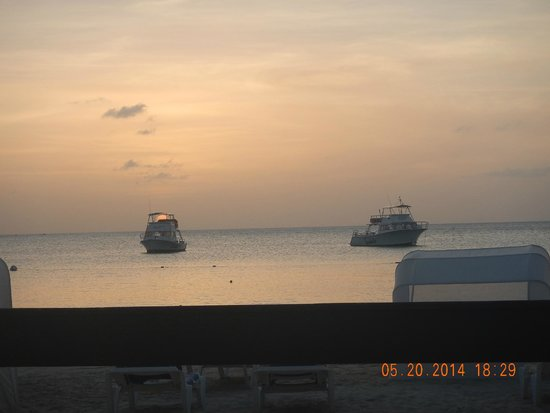 Sandals Grande Antigua Resort & Spa: Amazing sunsets every night and always a private place to view