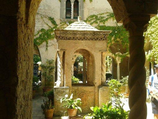 Il chiostro foto di giardini di villa cimbrone ravello tripadvisor - Giardini di villa cimbrone ...