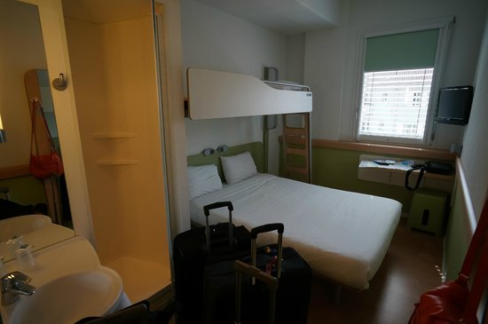 ibis budget Luzern City: Bunk bed in room