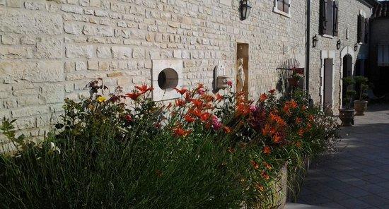 La Fontaine des Arts : el entorno, el jardin bien cuidado