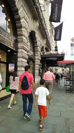 Le Meridien Piccadilly: Walking back to the hotel.
