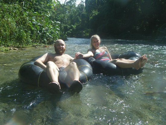 Peat Taylor Tours : Tubing down the White River!