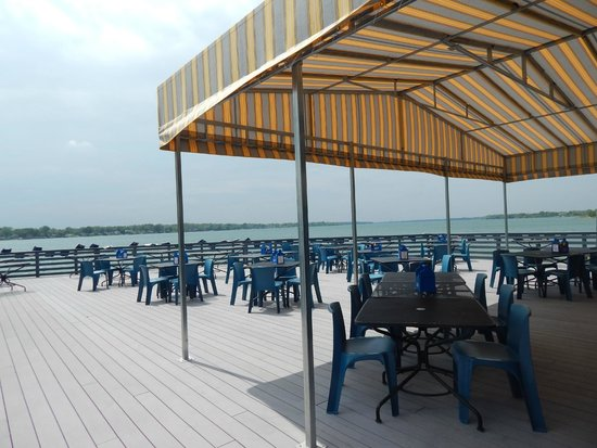 Lumber Jack Patio Grill: Patio On The River