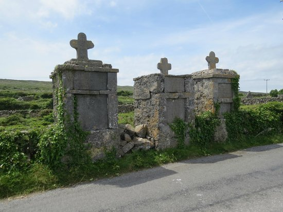 Tigh Fitz: Fisherman Memorials on walk to town