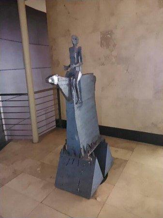 Hotel del Mar - Enjoy Vina del Mar - Casino & Resort: Escultura al lado del restaurant