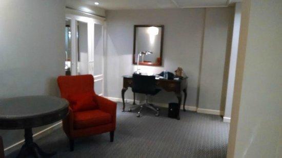 Le Meridien Piccadilly : Sitting area of junior suite