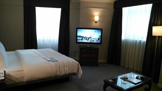 Le Meridien Piccadilly: Rest of the room - junior suite