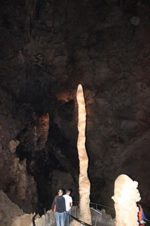 Carlsbad Caverns Natural Entrance Tour : An idea of the size of the stalactites
