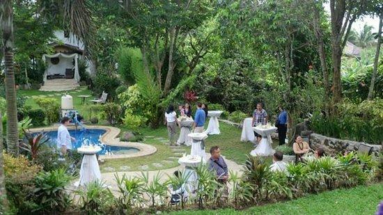 Nurture Wellness Village: Cocktail by the pool
