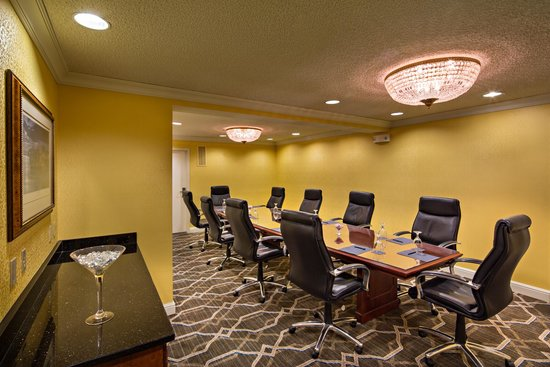 Hilton St. Louis Downtown at the Arch : Executive Boardroom