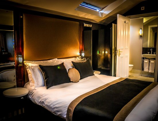 The Edgbaston: Bed