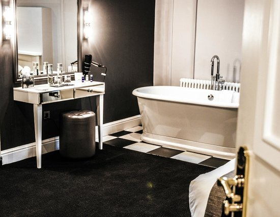 The Edgbaston: bathroom