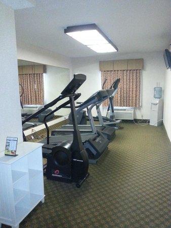 Quality Inn & Suites: Gym