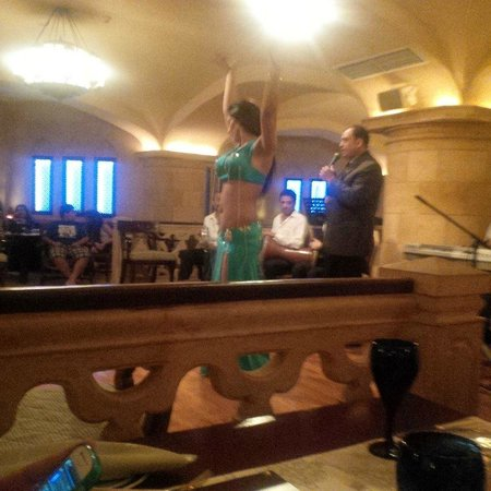 JW Marriott Hotel Cairo: Belly dancer
