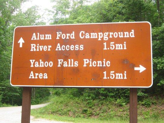 Yahoo Falls: Sign at the turn off