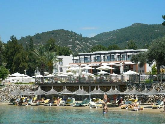 Isil Club Bodrum: view of hotel from jetty