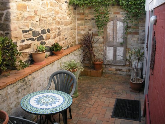 Newcomen Bed and Breakfast: private courtyard