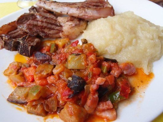 Premian, Francja: Delicious ratatouille, lamb chops, and pureed potatoes--not fancy, just good home cooking.