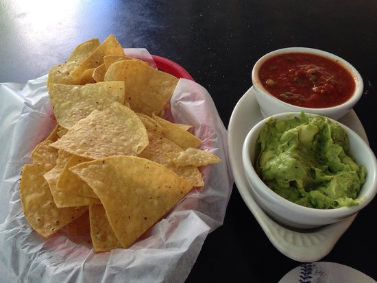 Cherry Cricket: Guacamole and salsa with chips appetizer