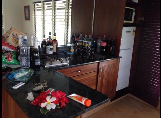 Musket Cove Island Resort : Our messy kitchen- Armstrong
