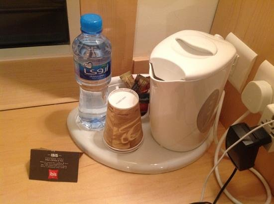 Ibis Sharq Kuwait: Free coffee&tea and water in the rooms
