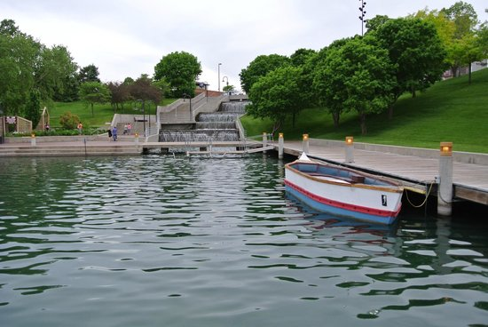 Heartland of America Park: one of the boats in the park