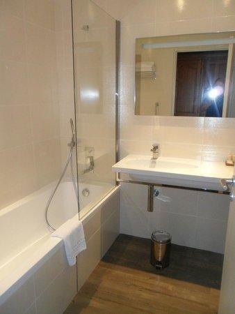 Aquabella Hotel: Banheiro