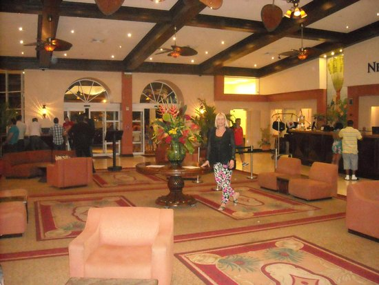 Newport Beachside Hotel and Resort: lobby