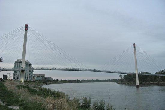 Bob Kerrey Pedestrian Bridge : the bridge