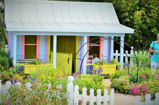 Naples Botanical Garden : Children's playhouse in the garden. You can use a broom and water plants.