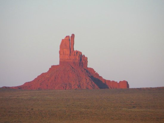 Goulding's Lodge & Campground : Sunset made the red sandstone glow