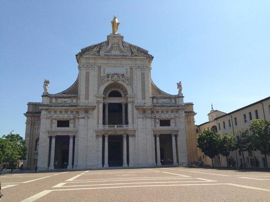 Santa Maria degli Angeli: Visuale da vicino