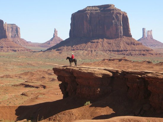 Goulding's Lodge & Campground: Not far from Goulding's, but you have to drive into Monument Valley to see this scene