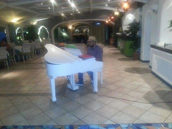 Sorriso Thermae Resort & Spa: Piano bar oasis!