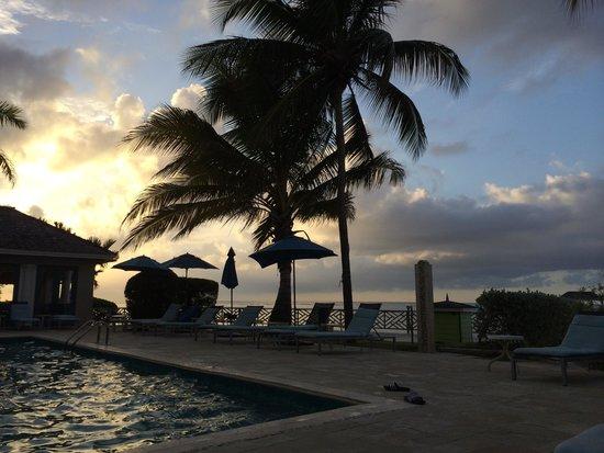 Coyaba Beach Resort: Pool at sunset