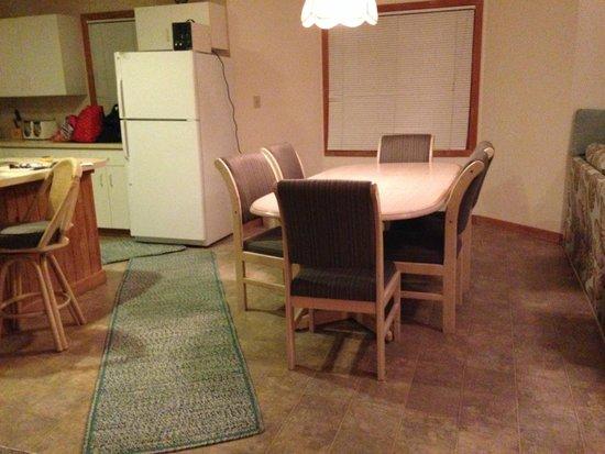 Hatteras Marlin Motel: Mats placed on kitchen floor