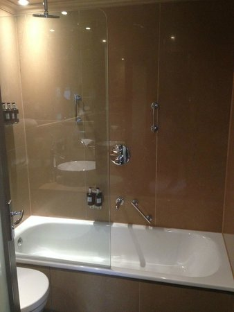 Radisson Blu Edwardian Bloomsbury Street: Shower