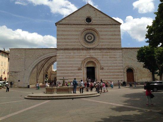 Basilica di Santa Chiara: Facciata esterna