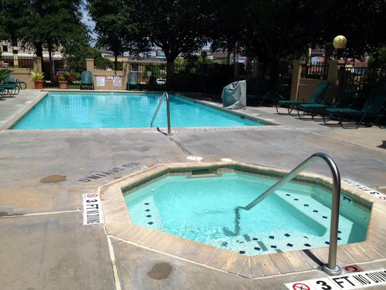 Drury Inn & Suites San Antonio Airport: Pool is a plus!