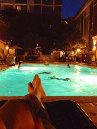 Drury Inn & Suites San Antonio Airport: Late night swim!