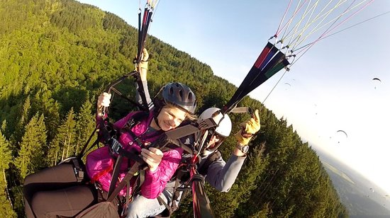Parafly Paragliding: a beautiful day to paraglide
