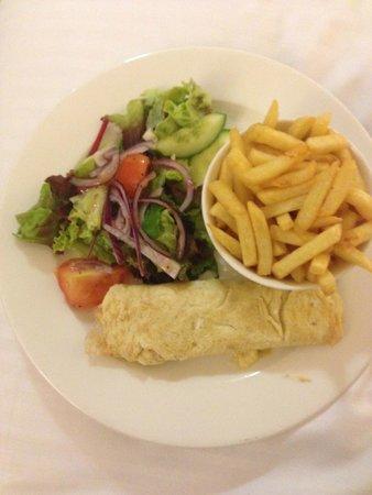 Copthorne Tara Hotel London Kensington: Room Service - Egg, salad and chips