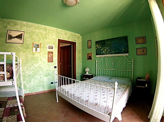 B&B Al Sole di Stella: Camera Verde con bagno privato